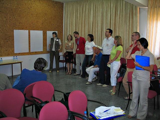 Cara Memperkenalkan Diri Dalam Bahasa Inggris  (English) Cara Memperkenalkan Diri Dalam Bahasa Inggris (Introduction)