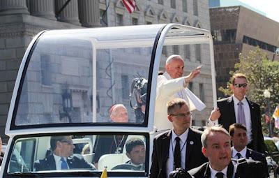 البابا,يخضع,لعملية,جراحية,في,الأمعاء