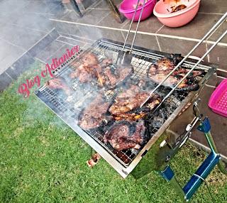 BBQ di halaman rumah pada hujung minggu, kita-kita aje...