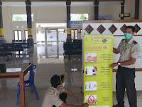 Sosialisasi Pencegahan Covid-19 : KKP Kelas I Denpasar Wilayah Kerja Pelabuhan Laut Benoa Pasang Himbauan di Terminal Penumpang