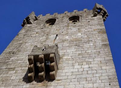 varanda de torre militar do Mosteiro de Leça do Balio