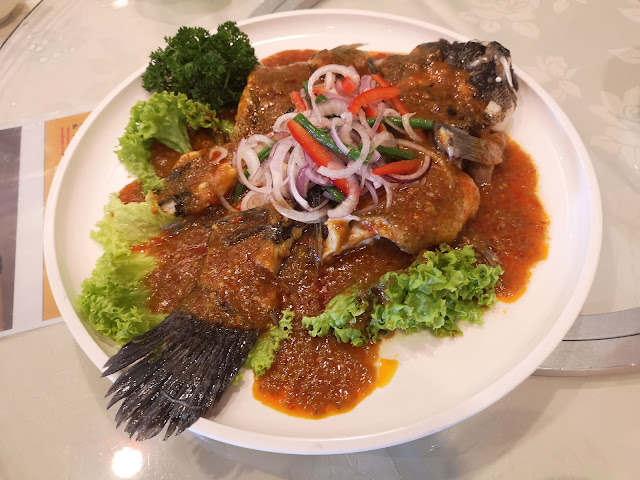 Steamed Marble Goby with Chinchalok Sauce