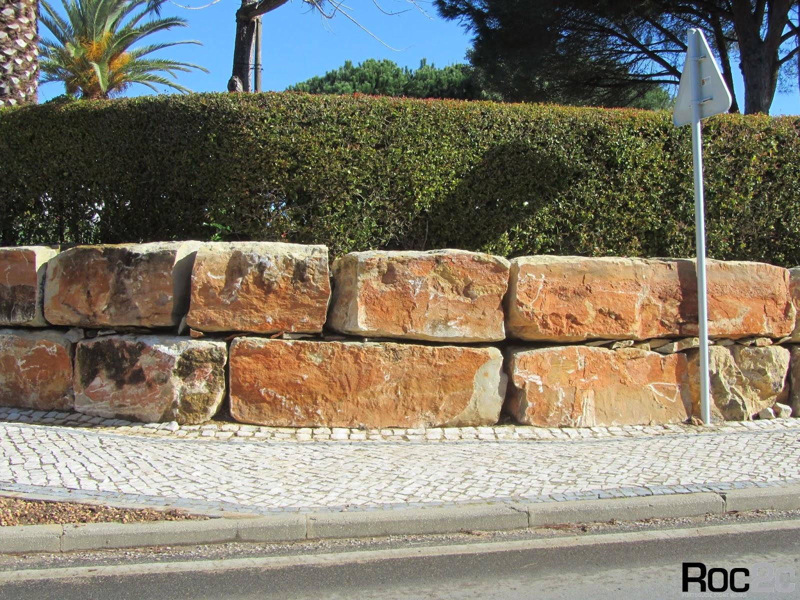 Calada  Portuguesa Exemplo de muros em pedra suporte de terras com blocos de pedra