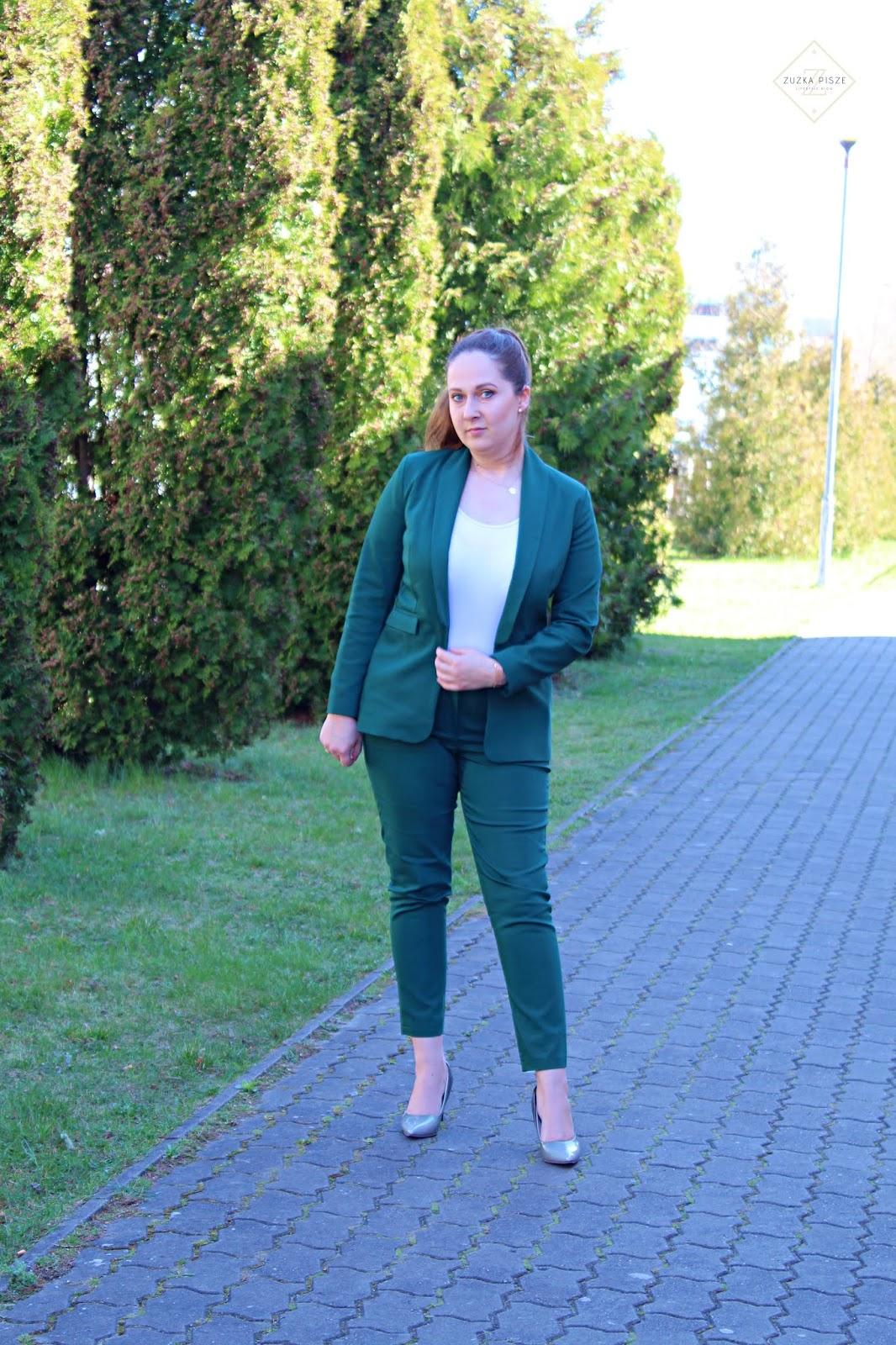 Elegancki zestaw - żakiet i spodnie chinosy w kolorze butelkowej zieleni - Grandio.pl