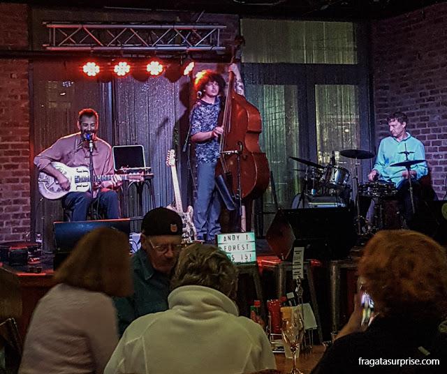 Show de blues no Café The Maison, em Nova Orleans