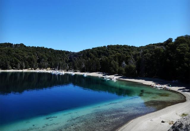 Praia Bahía Moreno Oeste no Lago Moreno
