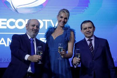 Presidente da Record TV com Ana Hickmann e o diretor executivo da Record Manaus, Joao Batista - Foto: Antonio Chahestian/Divulgação Record TV