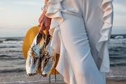 Stylizacja ze złotymi butami