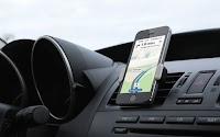 Collegare lo smartphone in auto: supporto, musica, vivavoce e caricabatterie