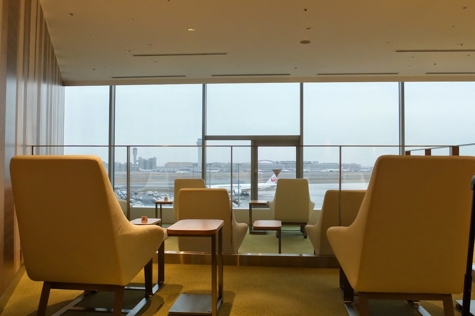 jal-lounge-haneda-airport-skyview