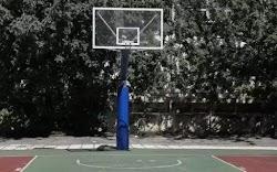 Ξινή βγήκε η άθληση για τρεις πιτσιρικάδες στα Τρίκαλα. Για να είμαστε ακριβείς το ότι πήγαν να παίξουν μπάσκετ, που ναι μεν δεν επιτρέπεται...