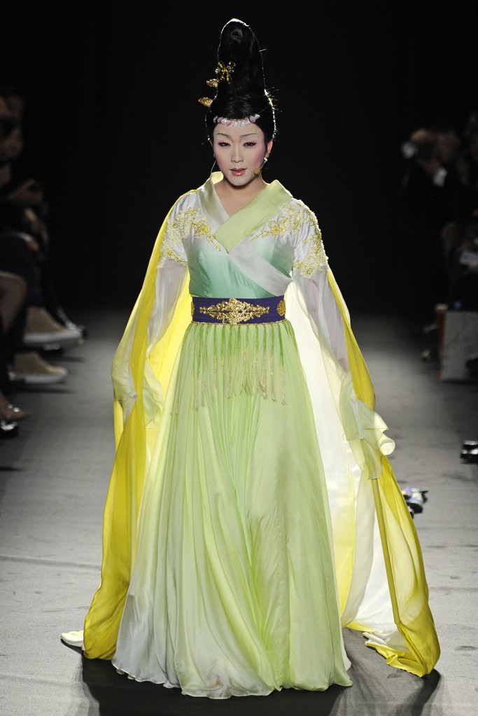 True Fashionista NowParis Couture Fashion Week  Laurence Xu Couture ... 16082404e