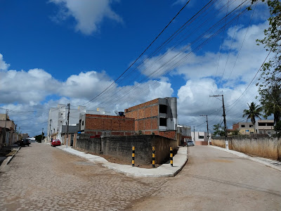 Moradores comemoram realização de sonho na entrega da pavimentação do Lot. Santa Cecília