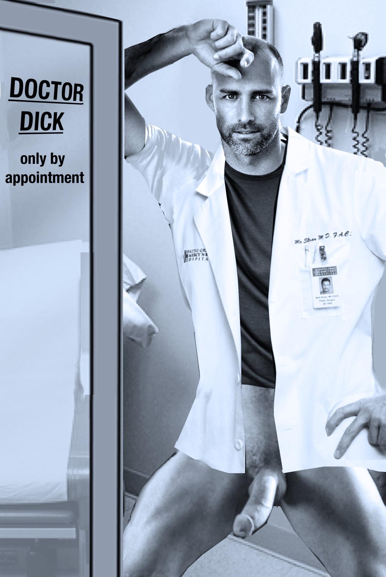 médico desnudo