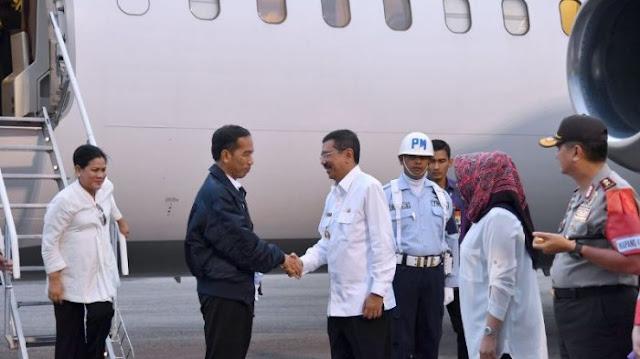 Presiden Jokowi tiba di Dr. Ferdinand Lumban Tobing, Pinang Sori, Kabupaten Tapanuli Tengah, Kamis (23/3/2017).