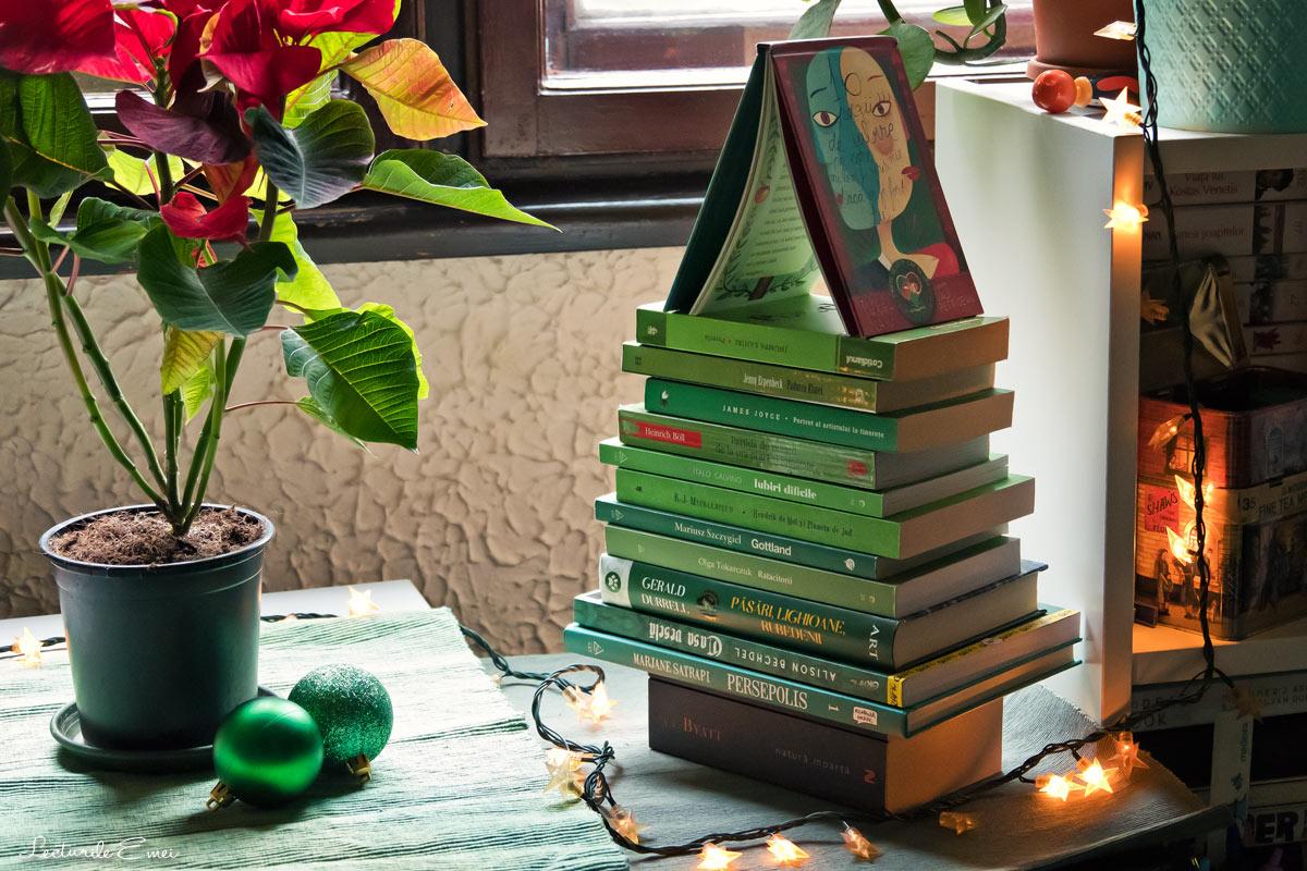 Brad de Crăciun din cărți verzi