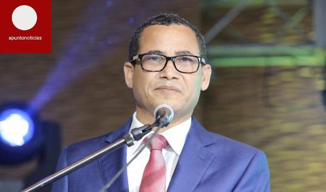 Fundación Transparencia y Democracia respalda a Eddy Olivares para presidir JCE