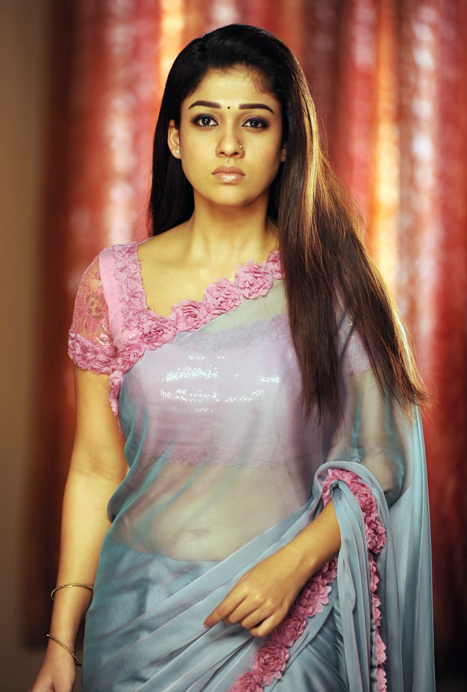 Nayantara Hot Saree Stills - Sports Updates-7299