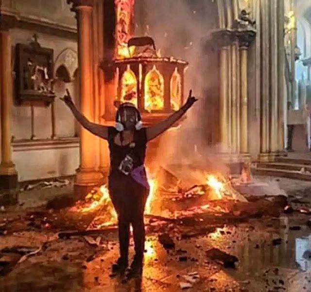 Profanação satânica de igreja em Santiago de Chile