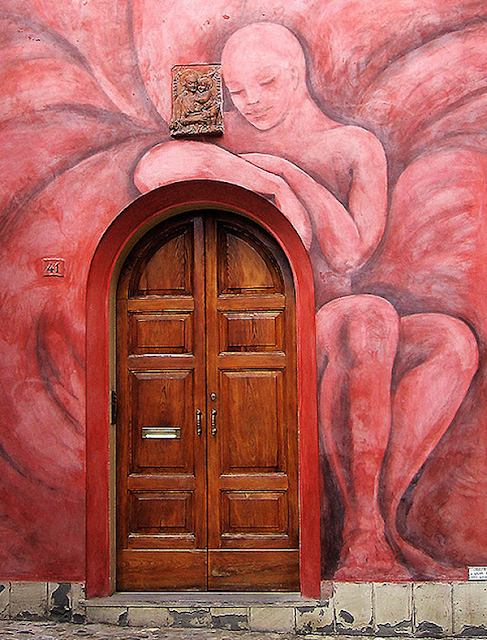 Grafiti atau Lukisan Dinding orang telanjang