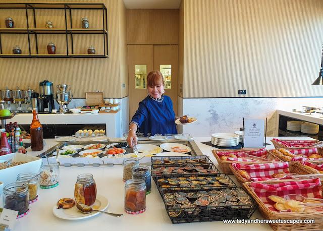 breakfast in Premier Inn Dubai Dragon Mart