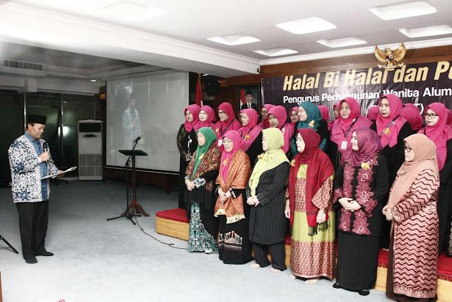 Lantik Perhimpunan Wanita Alumni Timur Tengah, Hidayat Berharap Perwatt Mampu Jadi Teladan Umat dan Bangsa