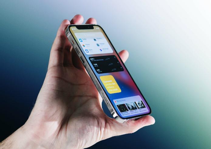 مقارنة بين Samsung Galaxy S21 Ultra امام iPhone 12 Pro