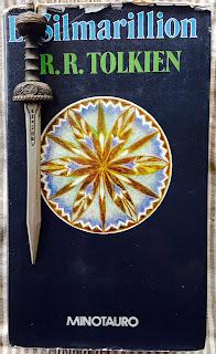 Portadad del libro El Silmarillion, de J. R. R. Tolkien