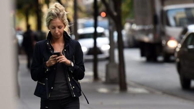 لهذا السبب مدينة أمريكية تحظر تصفح الهواتف المحمولة!
