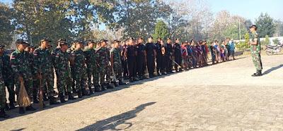 Gandeng Masyarakat, Satgas Yonif Raider 408/Sbh Laksanakan Karya Bakti Pembersihan TMP Seroja