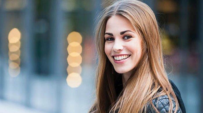 12 Tips tampil fit dan fresh tanpa obat-obatan, Tunjukkan Senyummu, kata mutiara senyum, manfaat senyum, senyum lirik, kelebihan senyum, senyum mp3, senyum aziz harun, apam senyum, kebaikan senyum, portrait of beautiful young woman smilling close-up