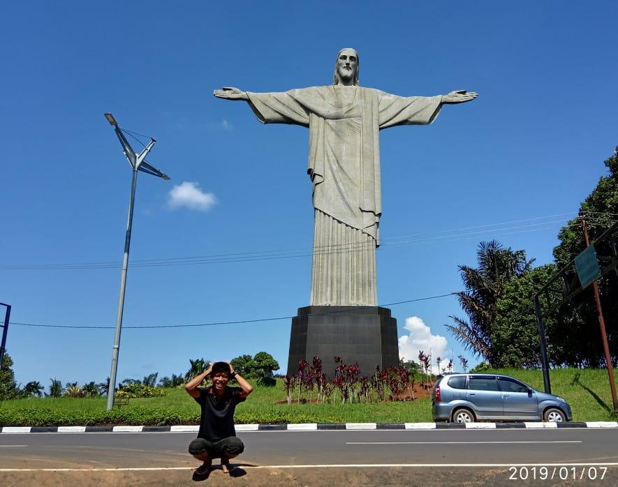 Gambar: Patung Yesus di Taman Edited By: Iwan RJ Lokasi: Simpang Garuda, Muara Sabak, Tanjung Jabung Timur - Jambi