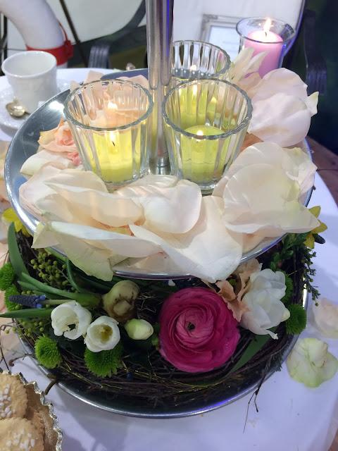 Blumen-Etagere, Hochzeitstage München 2017 AVR MOC Stand Riessersee Hotel Garmisch-Partenkirchen, wedding fair Munich 2017