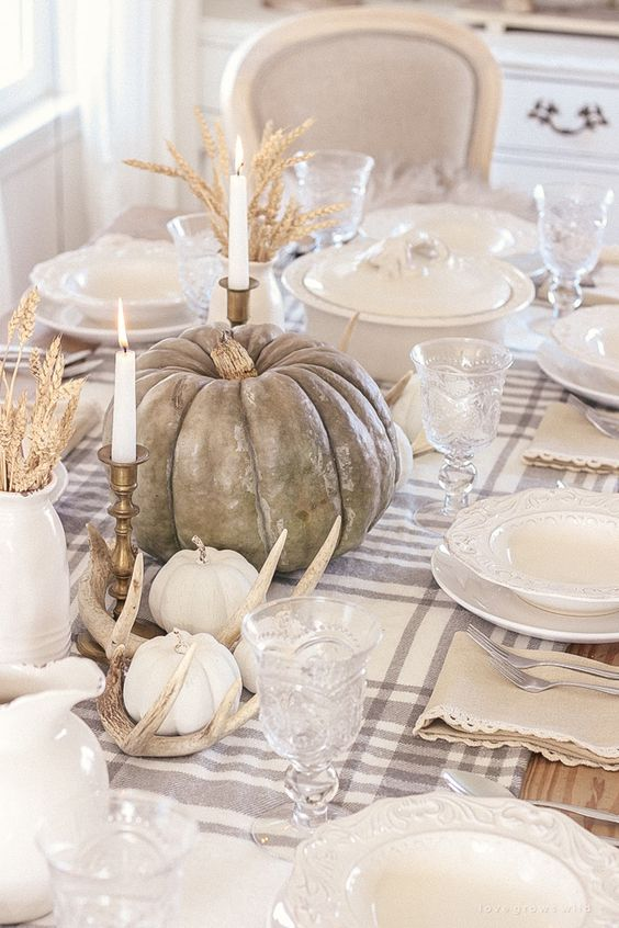 Simple & Elegant Fall Tablescapes | Neutral Fall Table Decorations