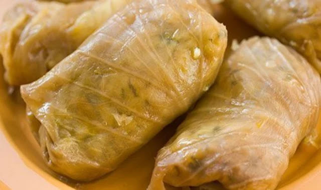 Cabbage stuffed with rice and minced meat
