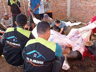 Potong Hewan Qurban, LKS Al Hikmah  sekaligus Distribusikan 200 Paket Daging Qurban Di Kp Cicayur Desa Cintanagara Kecamatan Cigedug