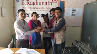 Volunteer Akshay Shinde is Gifted Special Pen