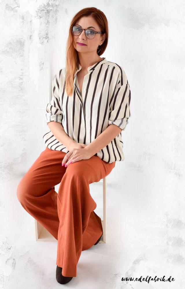 die Edelfabrik, Look, weite Hose in Orange mit Streifenhemd