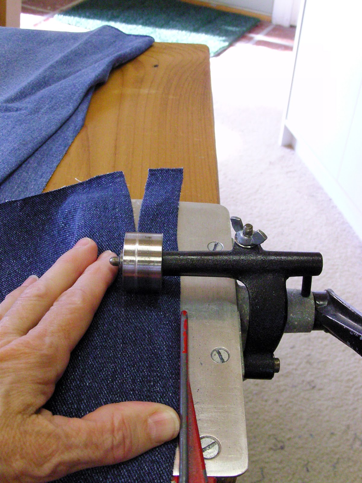 Rag rug strip cutter