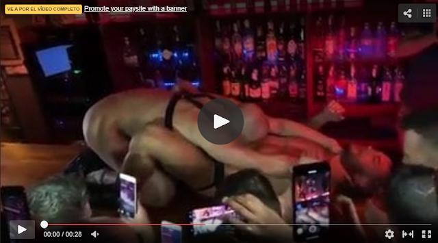 sexo en vivo frente a todo el público