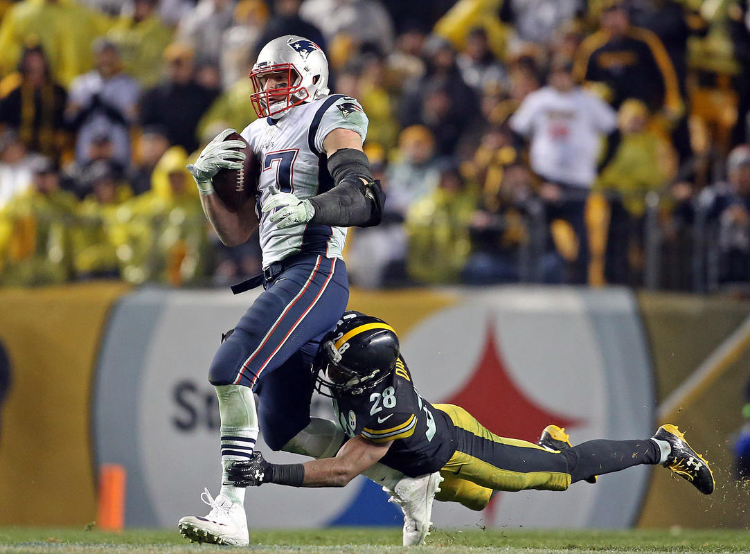 Troy brown says pittsburgh didnt make necessary adjustments in that moment when an athlete is in the zone and becomes an unstoppable force is such an enjoyable sight patriots tight end rob gronkowski was squarely in malvernweather Gallery