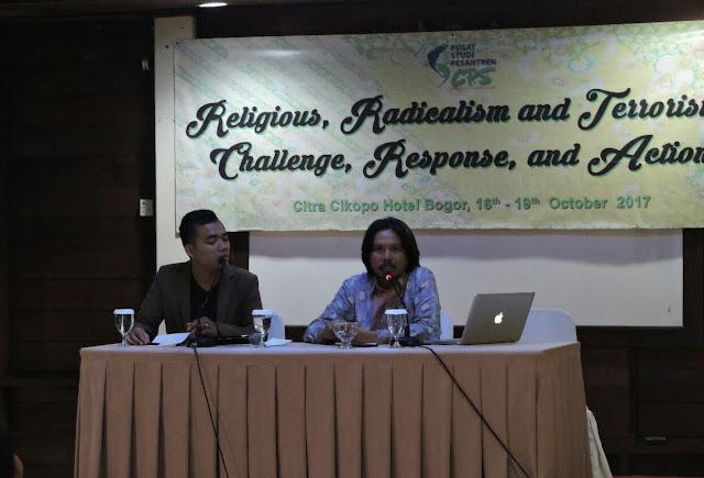 Syafiq Hasyim Berbicara mengenai Konsepsi Jihad, Dimoderatori Khoirul Anam, Wahid Foundation.