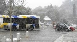 Σοβαρά προβλήματα στις αστικές συγκοινωνίες της Αθήνας λόγω της κακοκαιρίας «Μήδεια». Επιστρέφουν στα αμαξοστάσια τα λεωφορεία. Προβλήματα σ...