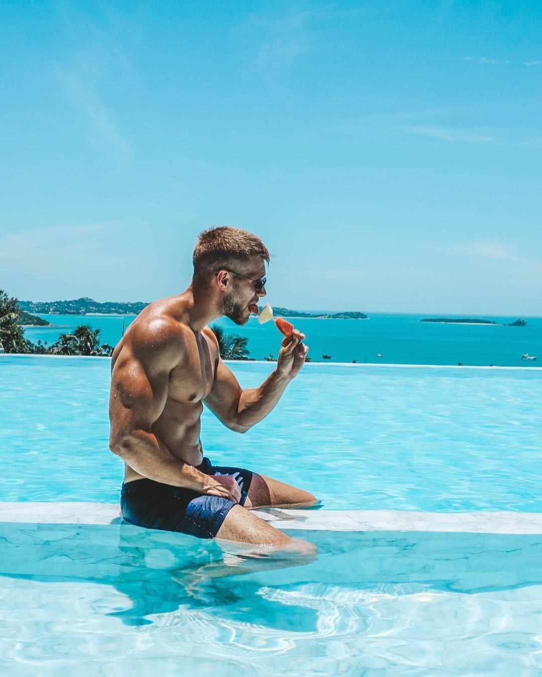 handsome-young-bodybuilder-steve-kris-huge-veiny-biceps-flex-eating-pancakes