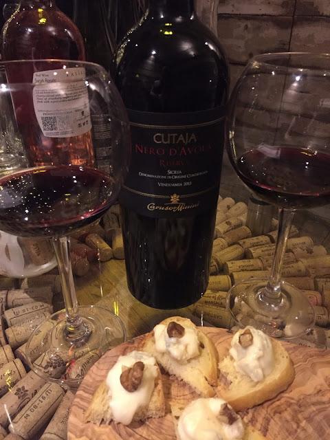 Veeno Selezione wine tasting Cutaja Nero d'Avola Riserva and gorgonzola