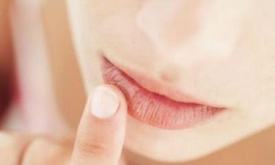 Comment hydrater les lèvres naturellement