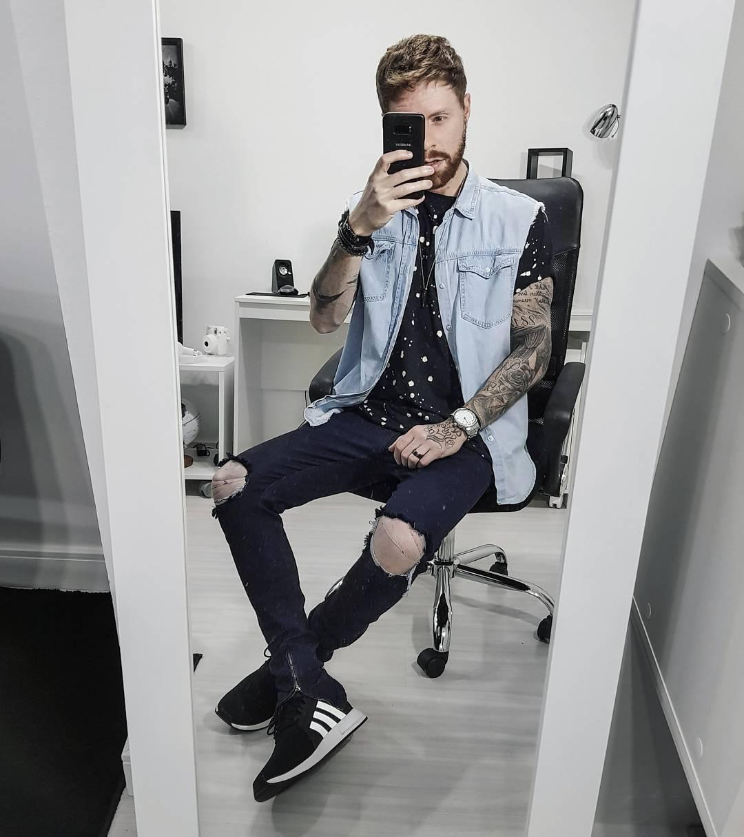 2512574389a960 Já pra esse Jeans com Jeans optei por um Colete, na verdade é uma Camisa  Jeans sem Manga (haha) da Forever21, Camiseta Manchada Korova, Calça Skinny  Rasgada ...