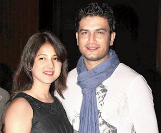 Sharad Kelkar Family Wife Son Daughter Father Mother Marriage Photos Biography Profile
