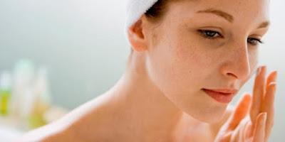 cara ampuh membersihkan flek hitam di wajah