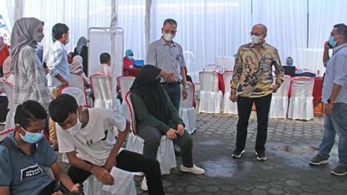 Dirut Tinjau Vaksinasi Masal Keluarga Besar Perumda Air Minum Kota Padang